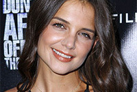 Katie-holmes-makeup-for-dark-hair-side